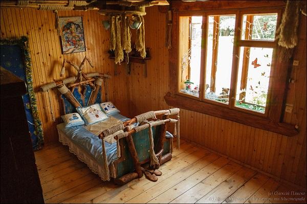 Спальня та ліжко Святого Миколая