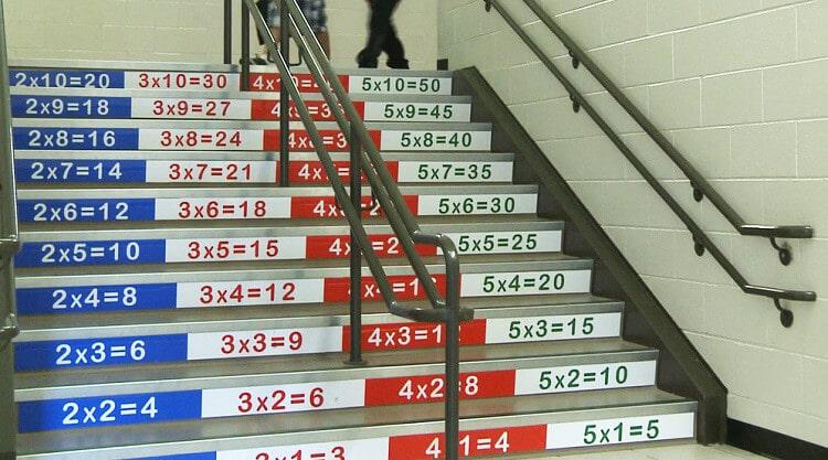 як оформити шкільні сходи