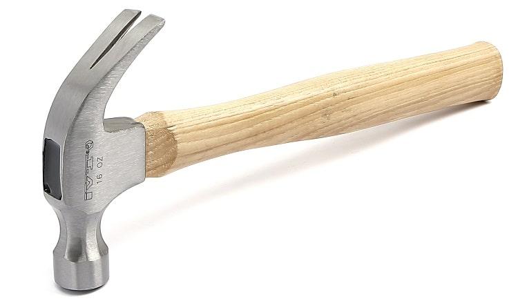 Молоток с гвоздодером